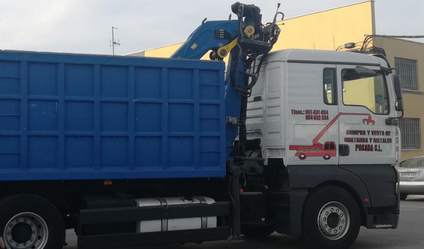 camion de chatarra y metales posadas